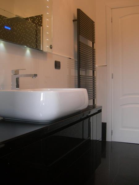 Zona doccia realizzata con: piatto doccia Fiora modello Extrapiano ...